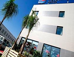 Hotel travelodge valencia aeropuerto manises valencia for Nh jardines del turia